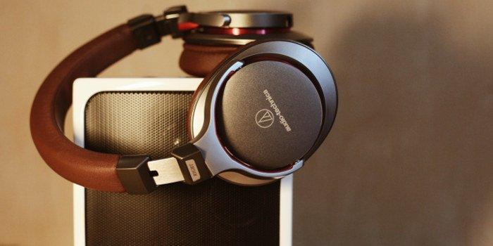 Lautsprecher und Kopfhörer für Studenten