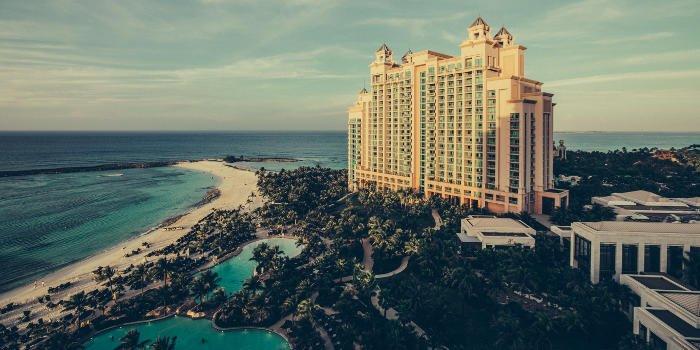 Strand und Meer liegen direkt am Hotel